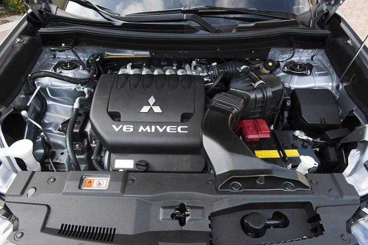 2017 Mitsubishi Outlander engine bay