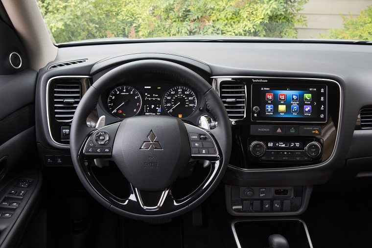 2017 mitsubishi outlander overview the news wheel. Black Bedroom Furniture Sets. Home Design Ideas