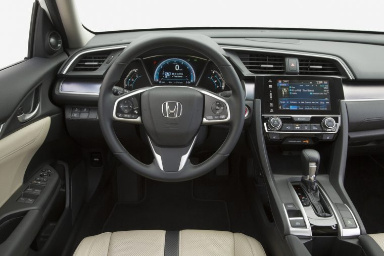 The tech-savvy interior of the 2017 Honda Civic Sedan