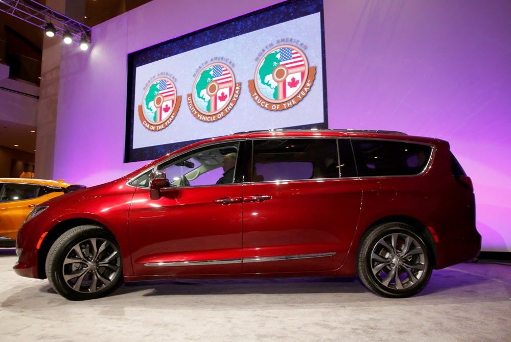 the chrysler pacifica minivan | The News Wheel
