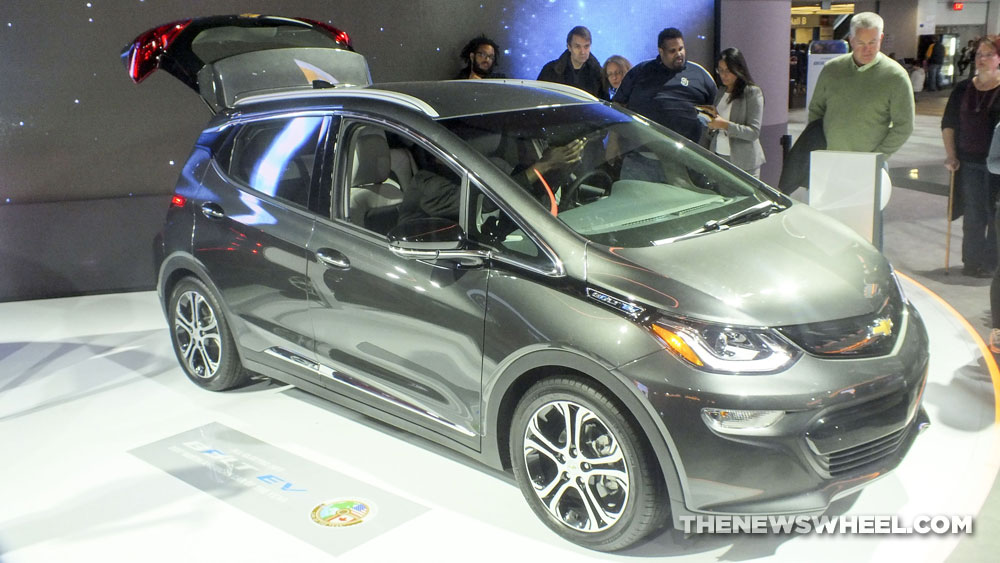 2017 chevrolet bolt ev available in canada at long last photos the news wheel. Black Bedroom Furniture Sets. Home Design Ideas