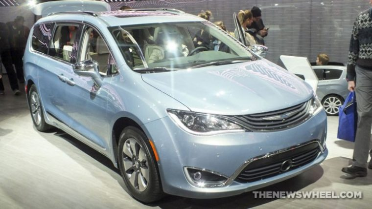 2017 Chrysler Pacifica Hybrid 3