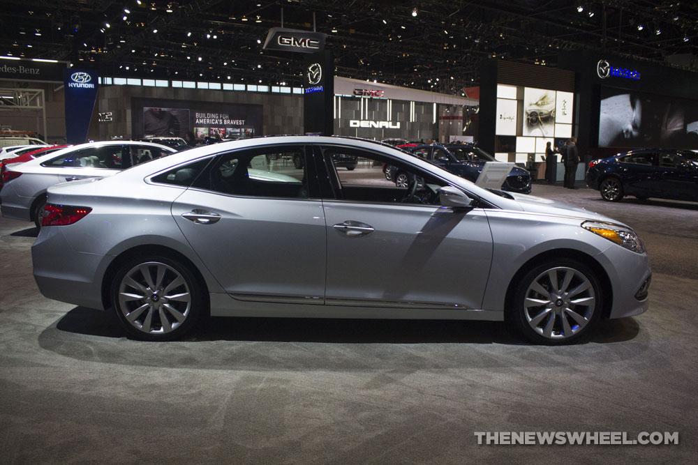 2017 Hyundai Azera Limited silver luxury sedan Chicago Auto Show pictures