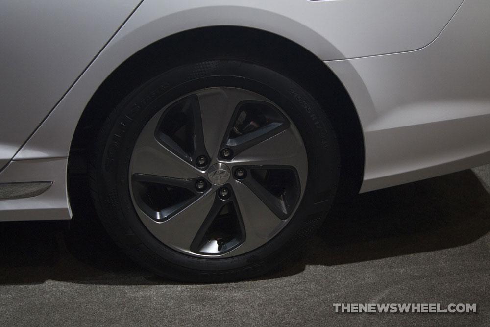 2017 Hyundai Sonata Hybrid Limited white electric car display Chicago Auto Show wheel