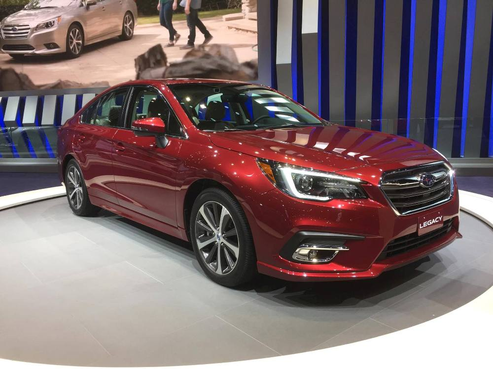 2018 subaru legacy electrifies the crowd at the chicago auto show photos the news wheel. Black Bedroom Furniture Sets. Home Design Ideas