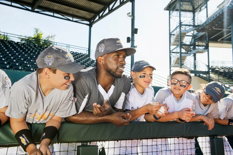 Andrew McCutchen poses with Chevy Youth Baseball participants