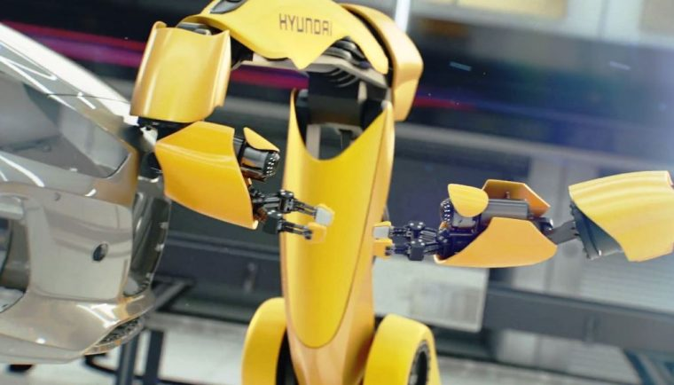 Hyundai i30 car commercial dueling factory robots in love (1)