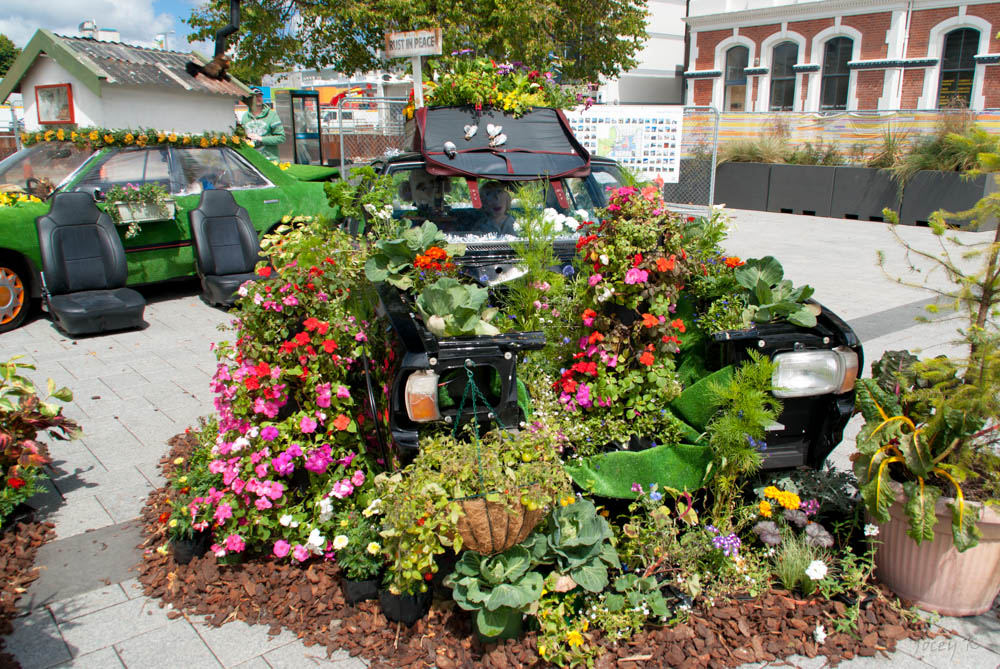 Spring salvaging how to turn old car parts into gardening for Things used for gardening