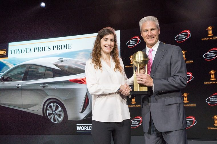 Jack Hollis accepts the 2017 World Green Car trophy