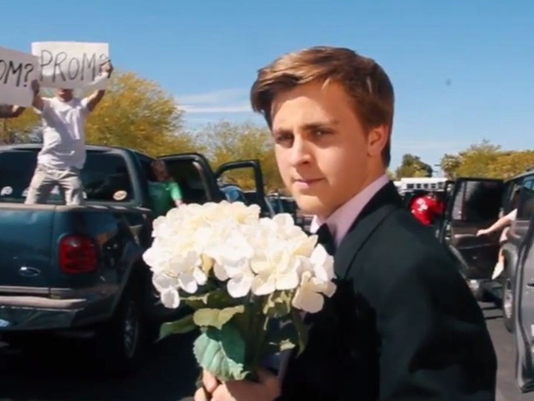Teen Recreates La La Land Opening Scene to ask Emma Stone to Prom