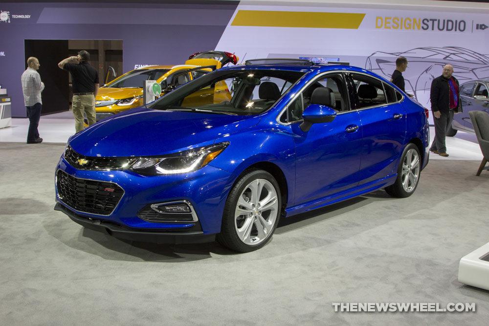 Chevy Cruze Premier >> 2017 Chevrolet Cruze Overview - The News Wheel