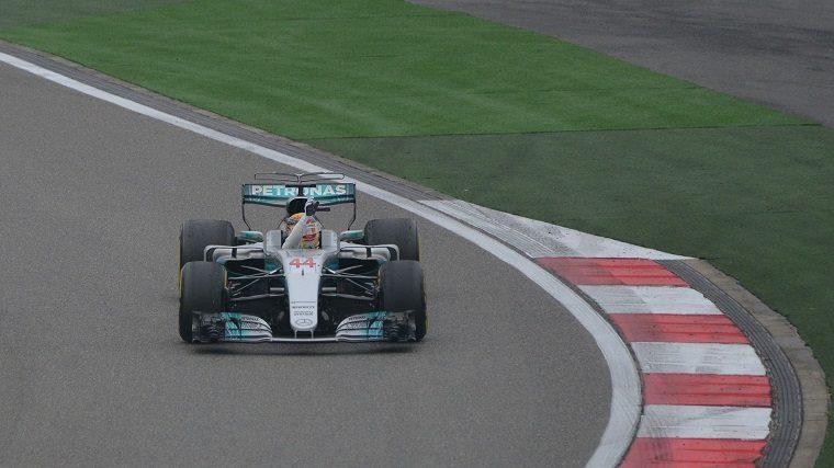 Lewis Hamilton waving