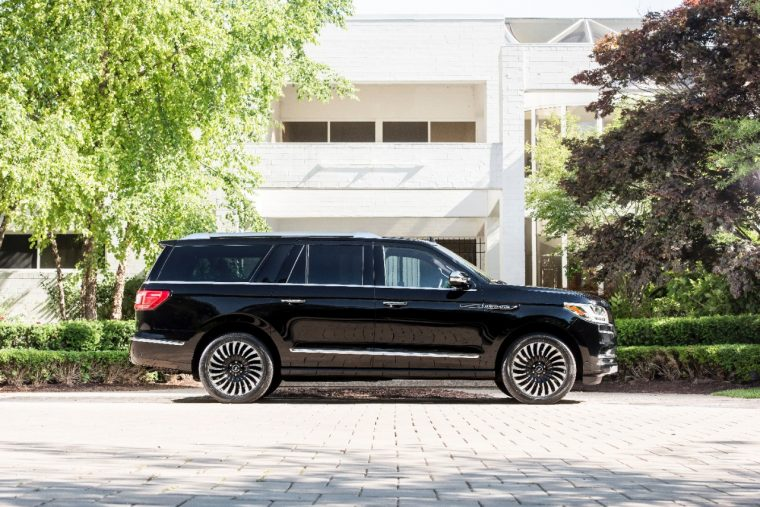 http://thenewswheel.com/wp-content/uploads/2017/06/2018-Lincoln-Black-Label-Navigator-L-Destination-4-760x507.jpg