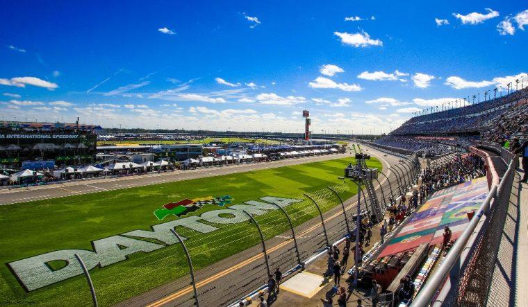 Daytona International Speedway biggest race track in America size