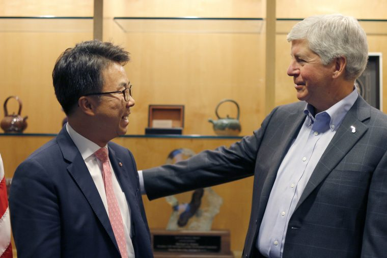 Michigan Governor Rick Snyder with LG Electronics USA Senior VP Ken Chang