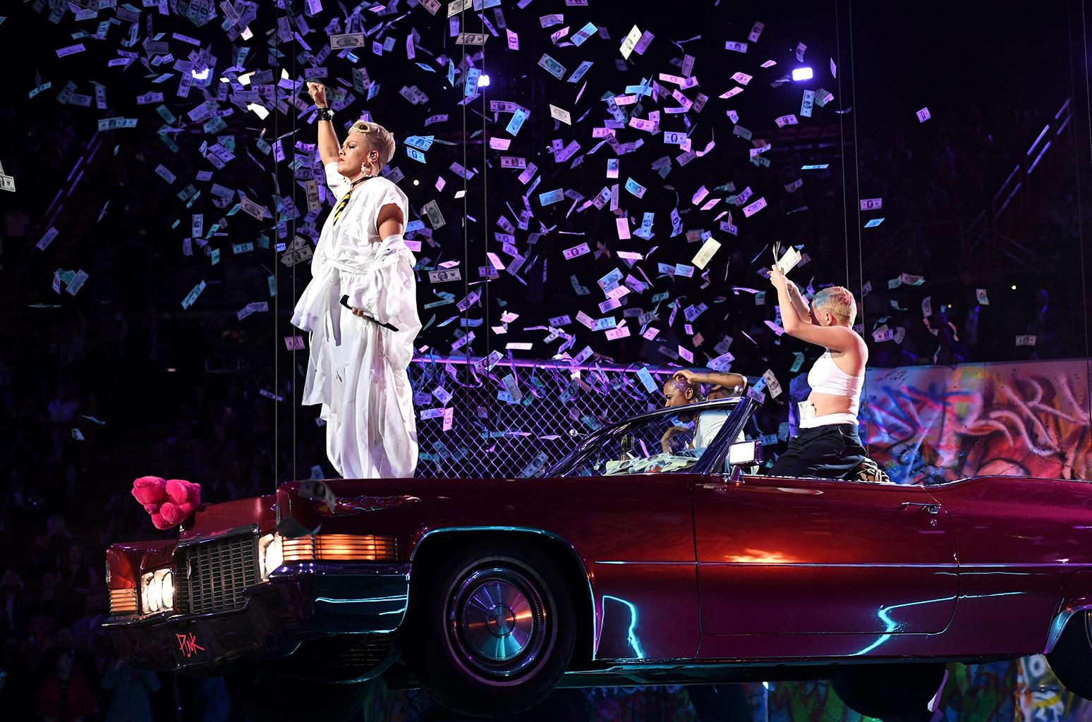 2017 Cadillac Deville >> Pink Cruises at the VMAs atop a Pink Cadillac and Receives