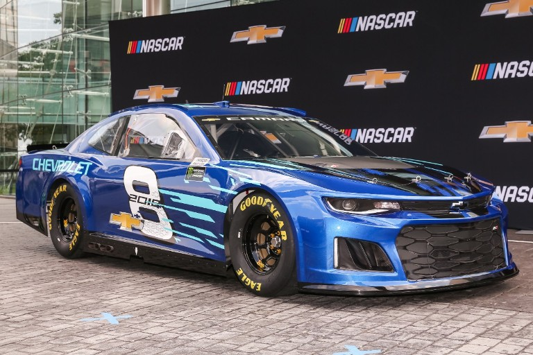 Jimmie Johnson Chevy >> Chevrolet Reveals the 2018 Camaro ZL1 NASCAR Cup Race Car - The News Wheel