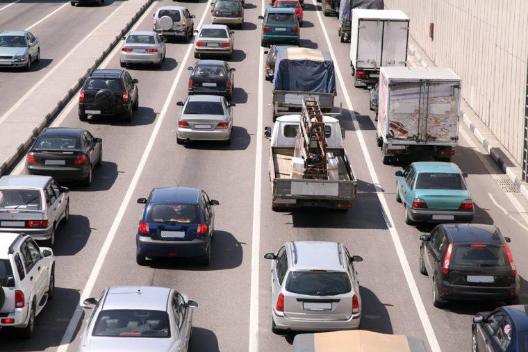 traffic on highway correct lane merges zipper late