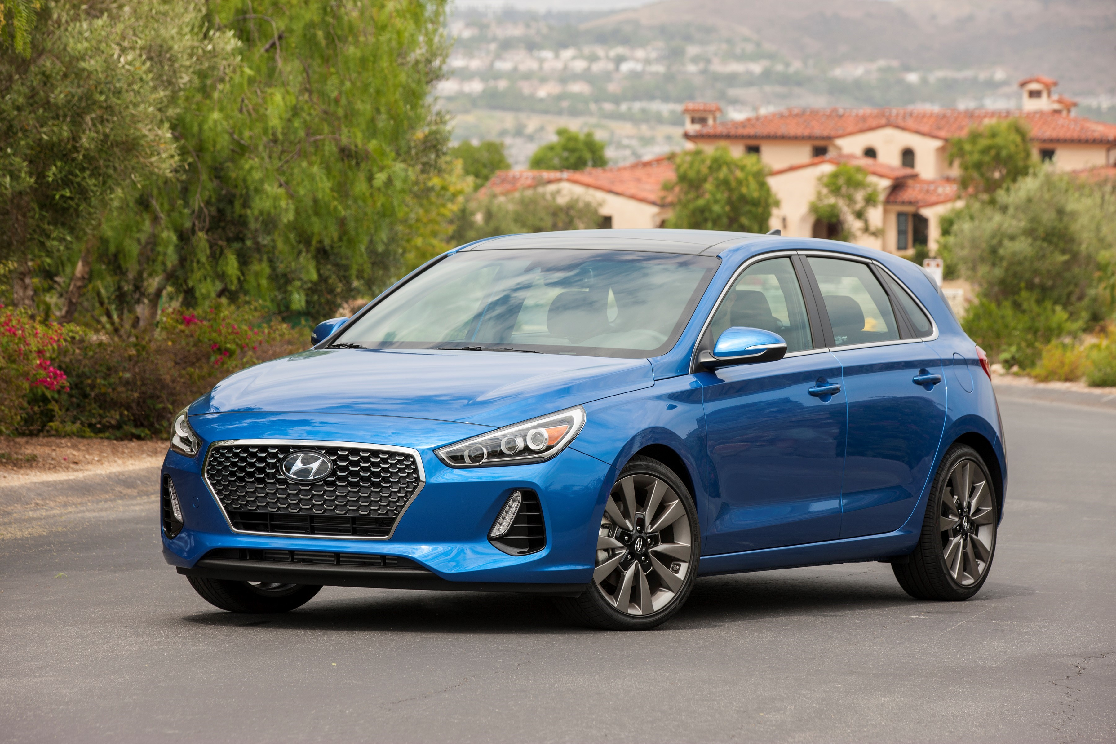 2018 Hyundai Elantra GT Overview - The News Wheel
