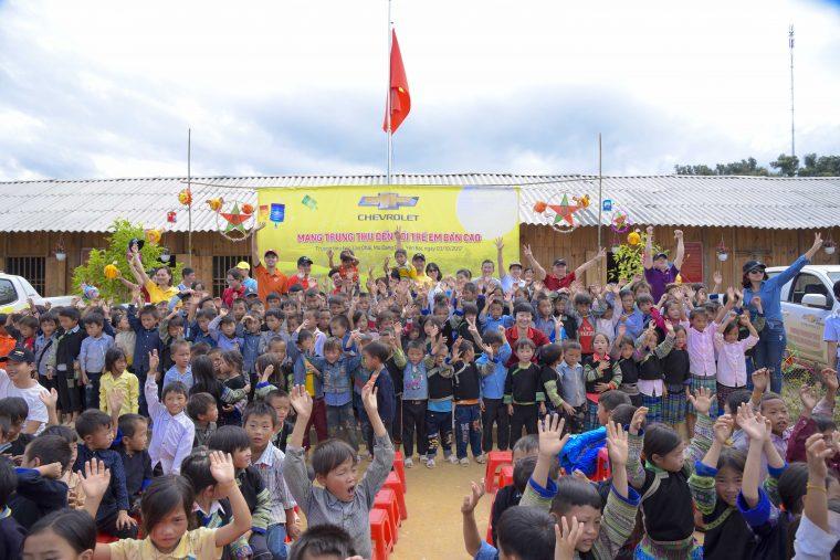 GM Vietnam volunteers flash flooding