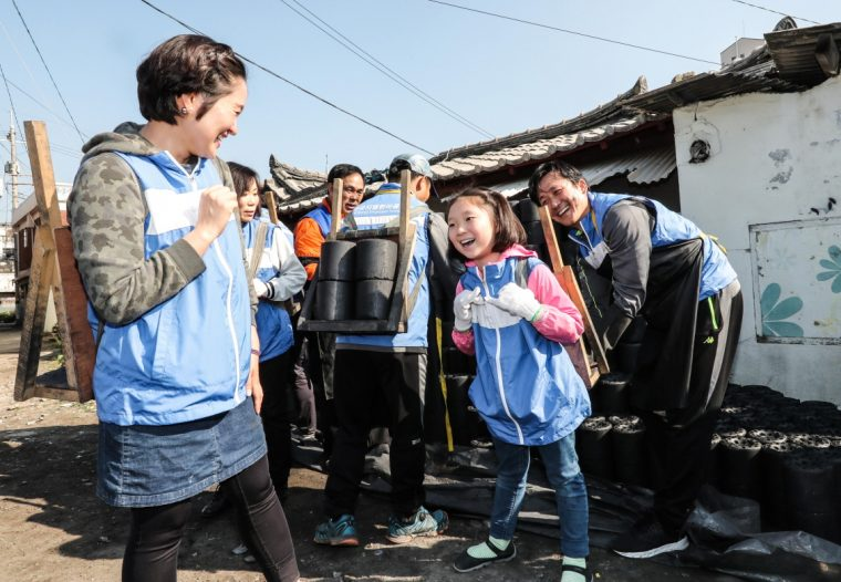 GM Korea Employee Foundation Coal Briquettes