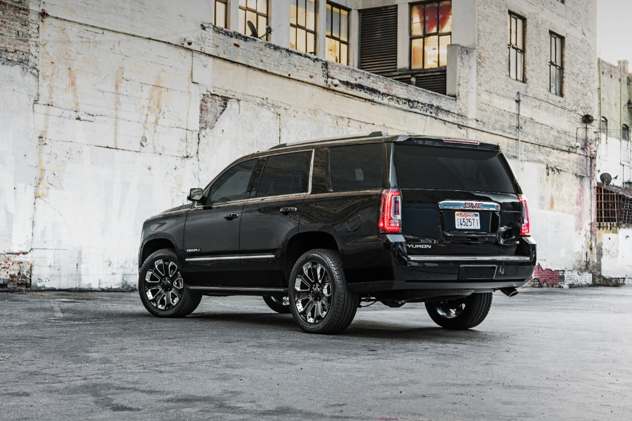 [Photos] 2018 GMC Yukon Denali Ultimate Black Edition Bows ...
