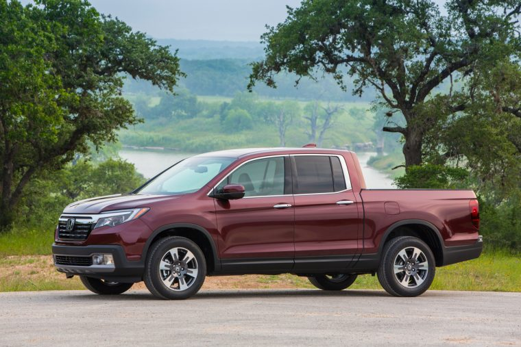 2018 Honda Ridgeline compact pickup truck overview details exterior profile design