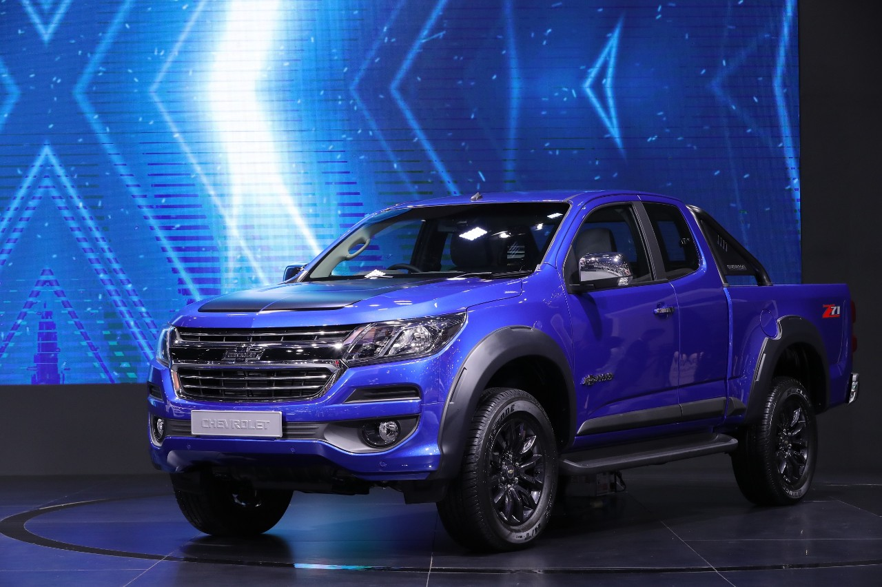 chevrolet honors truck history  launches colorado centennial edition at motor expo 2017