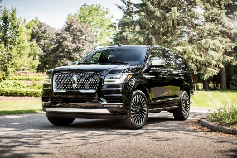 2018 Lincoln Navigator Model Overview family luxury SUV specs features details front exterior grille