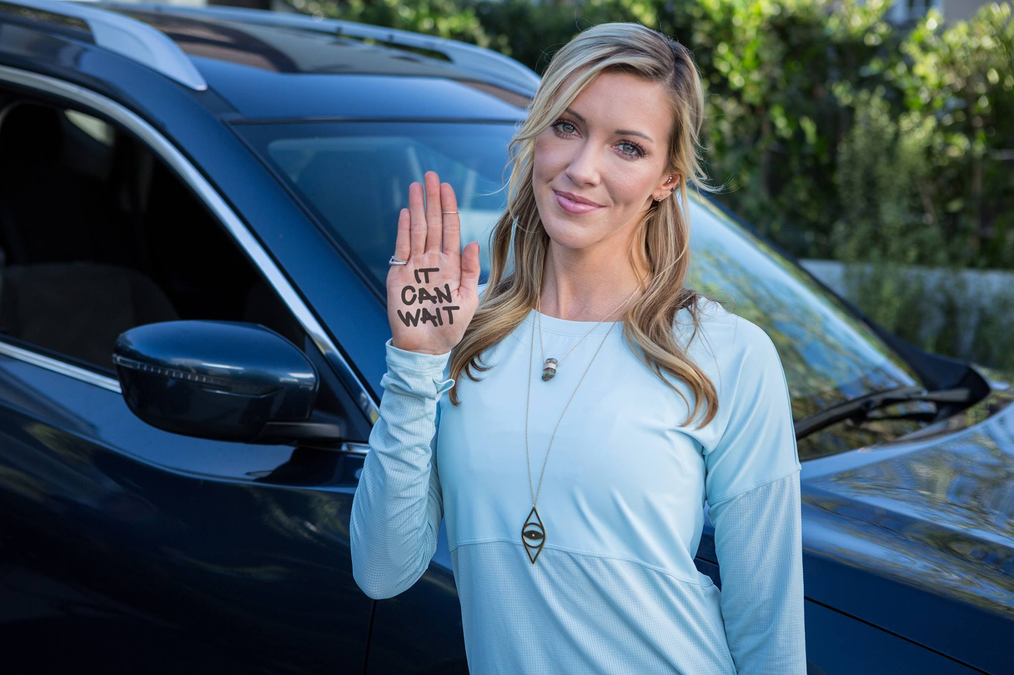 """Texting While Driving >> Katie Cassidy Partners with AT&T's """"It Can Wait"""" Campaign to Prevent Distracted Driving - The ..."""