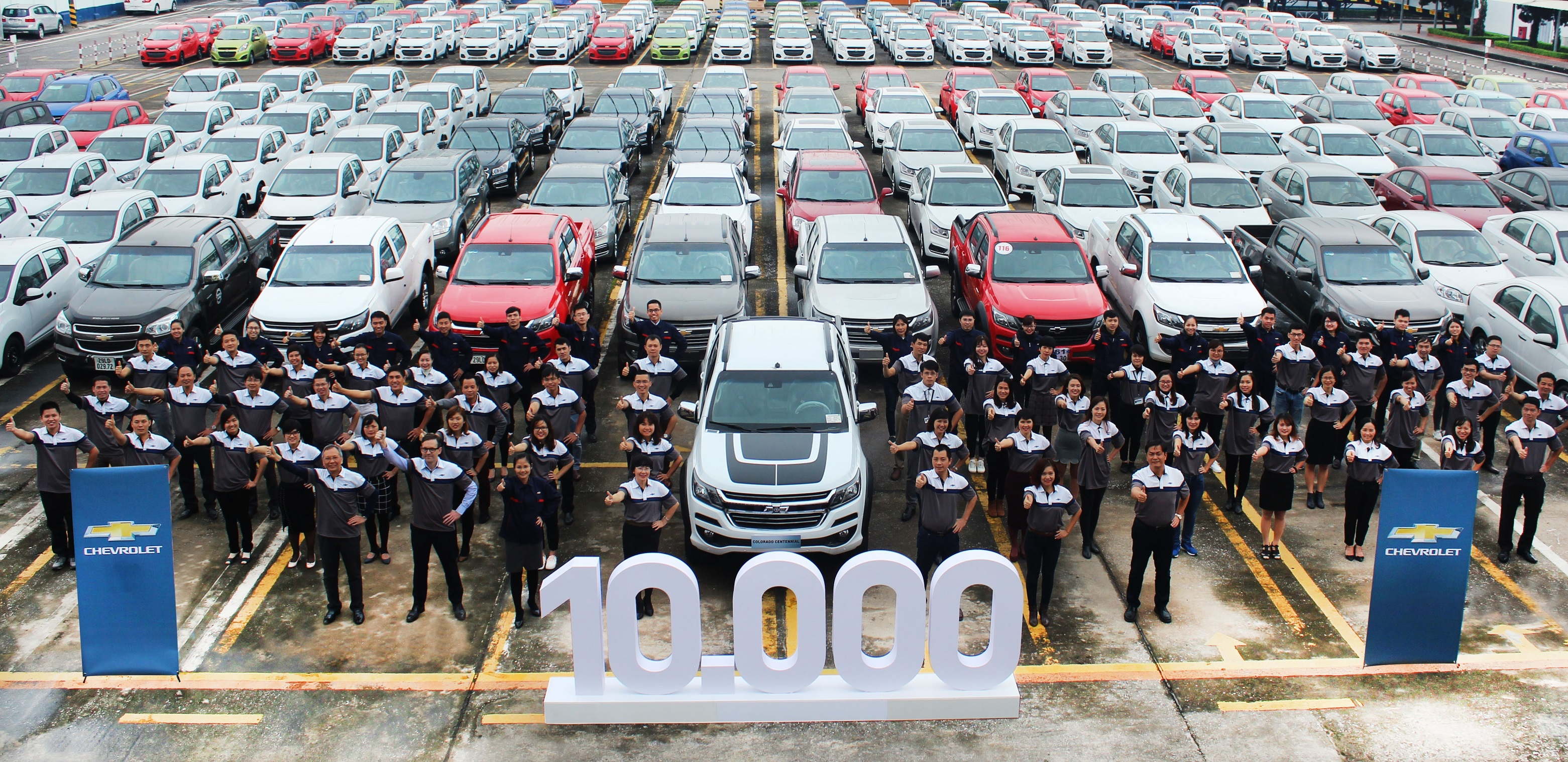 Chevrolet Vietnam Sells 10,000th vehicle in 2017