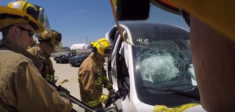 firefighters vehicle extrication training