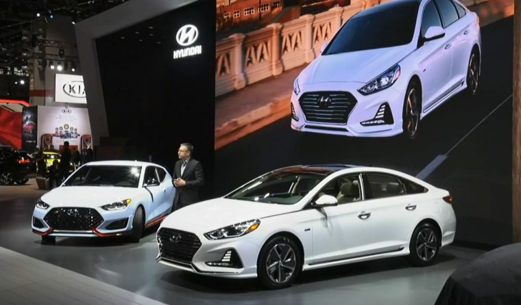 Hyundai Sonata Hybrid Makes Friends At The Chicago Auto - Hyundai car show