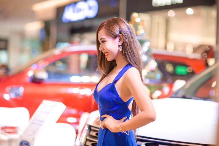 Will Automakers Get Rid Of Female Models At Auto Shows In The Wake - Car show models