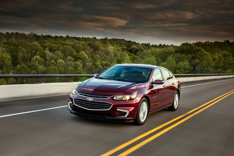 which 2018 chevy vehicles get the best gas mileage the news wheel. Black Bedroom Furniture Sets. Home Design Ideas