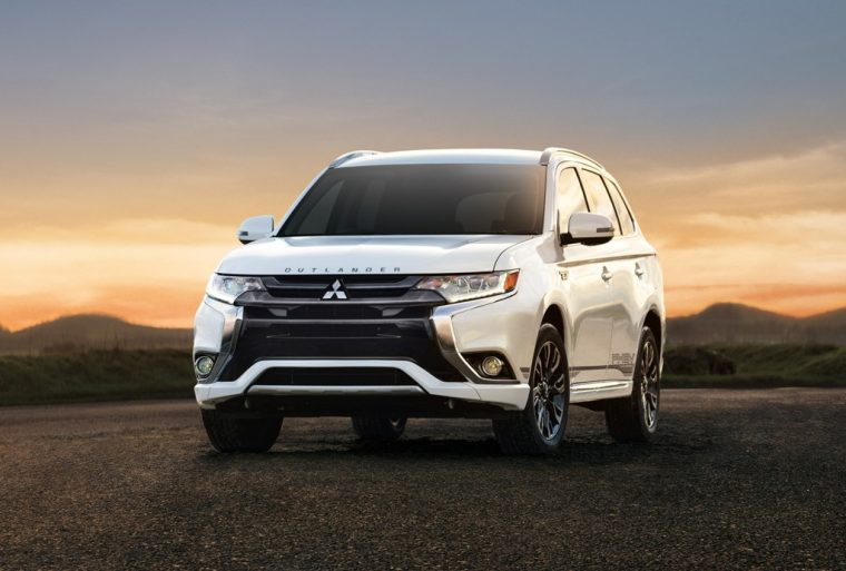 vehicle preview 2019 mitsubishi outlander phev upgrades its battery capacity by 10 percent. Black Bedroom Furniture Sets. Home Design Ideas