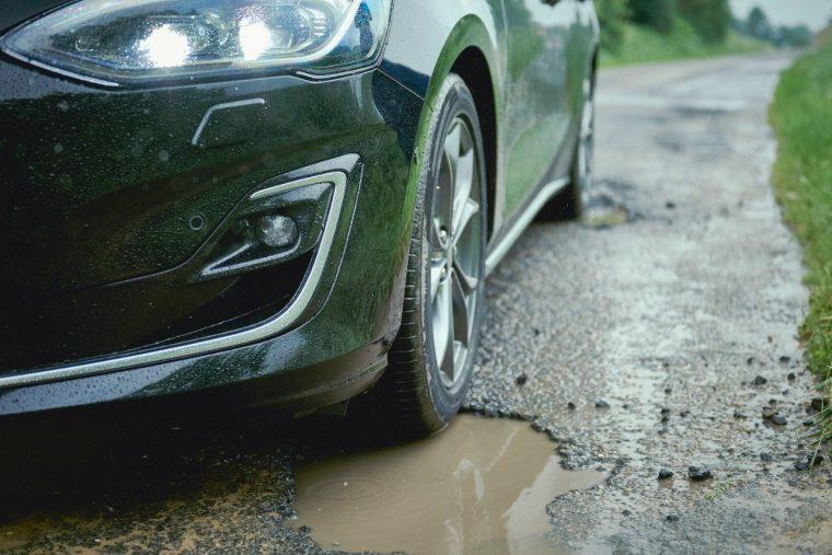 2019 Ford Focus pothole detection
