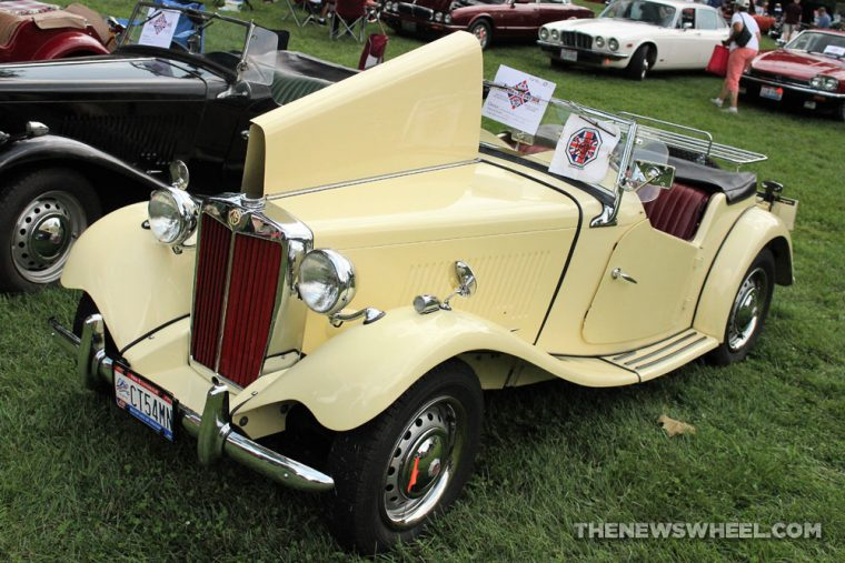 1952 MG TD midget yellow classic display Dayton British Car Day