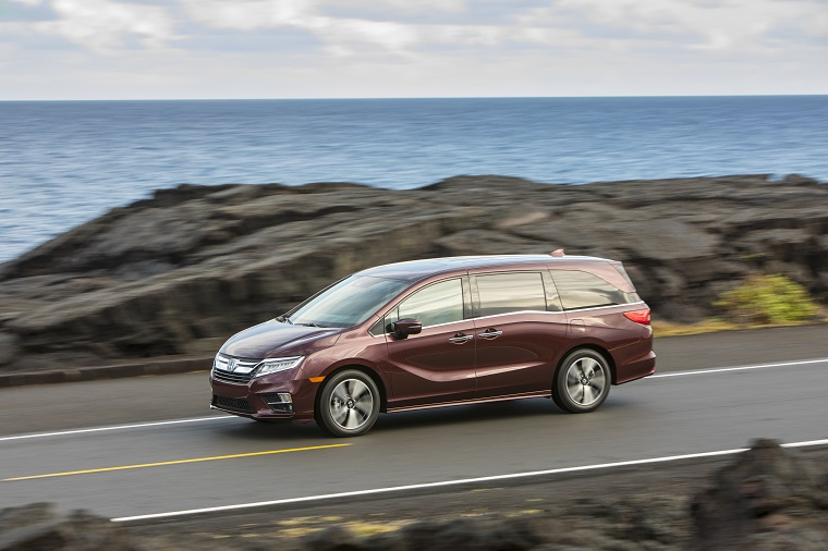 Iihs shows 2019 honda odyssey is the safest new minivan for Should i buy a toyota sienna or honda odyssey