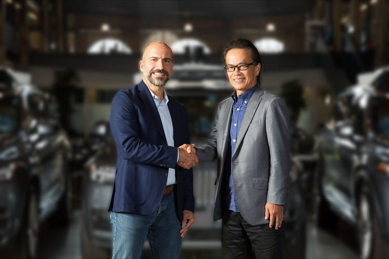 Dara Khosrowshahi shakes hands with Shigeki Tomoyama after Toyota invests $500 million in Uber