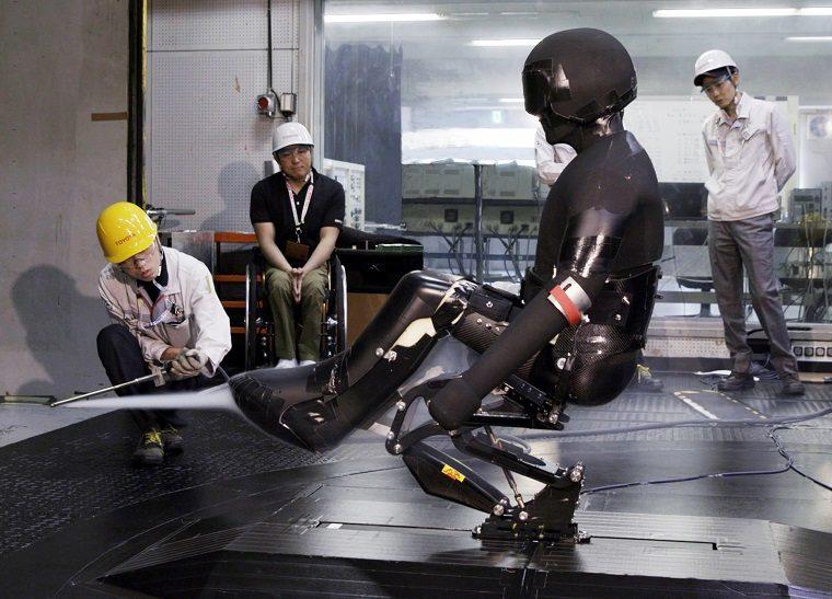 Toyota engineers work with Para athlete Morii