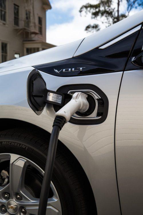 Overachieving Chevy Volt Surpasses EPA Fuel Economy ...