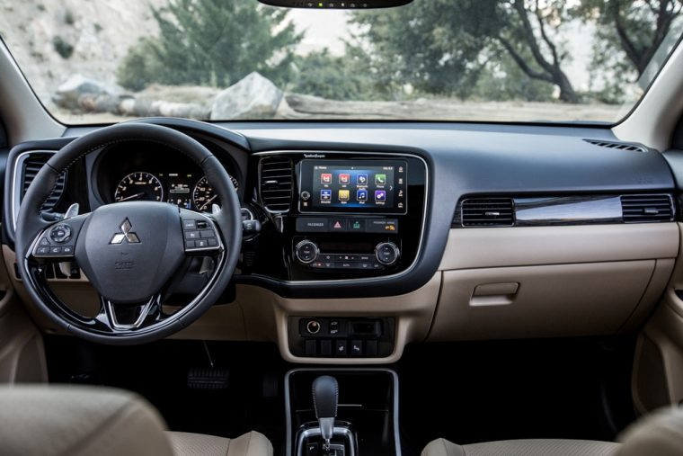 2019 Mitsubishi Outlander Overview - The News Wheel