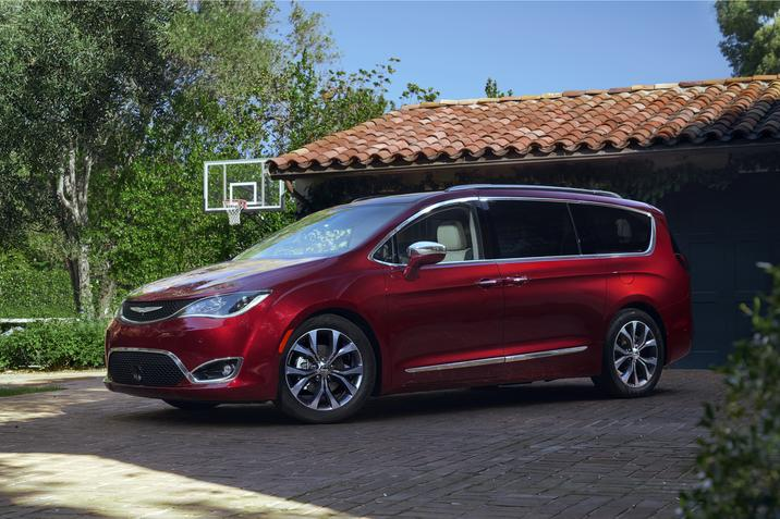 Chrysler Pacifica And Hybrid Earn Spots On Us News List Of Minivans With The Best Mileage