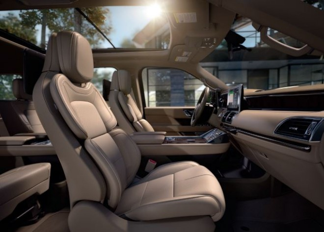 Photos 2018 Lincoln Navigator More Luxury Tech Style Still A Loveable Boat