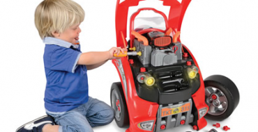 Car Lover's Engine Repair Set Is Every Young Gearhead's Perfect Toy