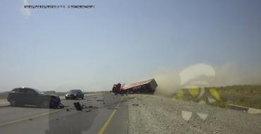 [VIDEO] Dashcam Captures Horrific Semi-Truck, QX50 Crash