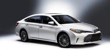 Refreshed 2016 Toyota Avalon Unveiled at Chicago Auto Show