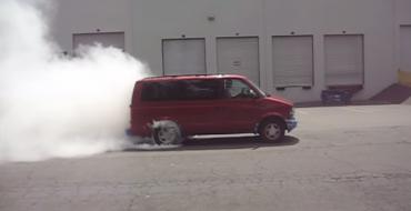 Old Chevy Astro Van Manages Epic Burnout