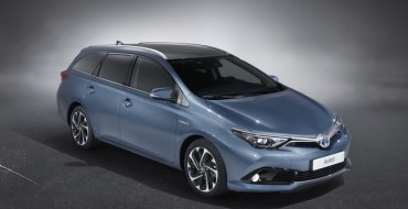 [PHOTOS] Refreshed 2015 Toyota Auris Steals the Spotlight in Geneva